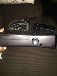 Xbox 360 , one controller and all the cords !!! 4 games included Philadelphia