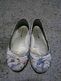 pair of gray leather flats Tacoma, 98404
