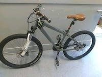 Custom dirt jumper with disc brake  Vancouver, V6B 1G4