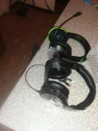 black and green corded headset 371 mi