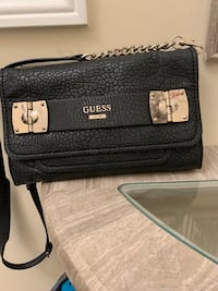 Guess purse St Catharines, L2S 2E7