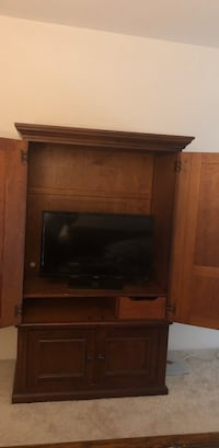 Brown wooden tv stand (TV not included)  Maryland Heights, 63146
