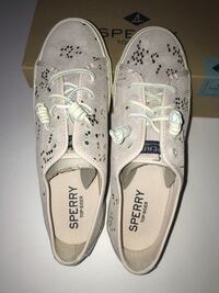 Pair of  leather Sperry low-top sneakers New York, 10461