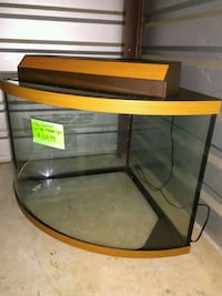 36 gallon corner fish tank wirh top/double light 30 km
