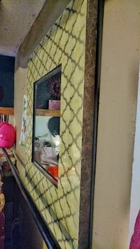 """Mirror in Good Condition Dimension 3x3 ft 1¹/² """""""
