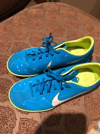 Girls size 4nike  indoor soccer shoes Cambridge, N1T 1P7