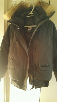 M woman's grey Canada goose chilliwack bomber