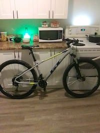 New GT mountain bike $300 OBO Don't msg if your not gonna buy it!!!!!! Hamilton, L9C