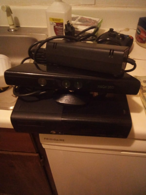 Xbox 360 bundle everything  no ring of death with my system 50  e81bc375-142c-42ff-9755-4f4ee9d0fa64