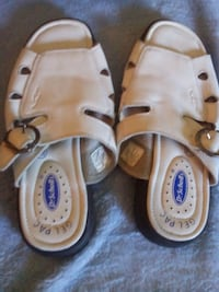 pair of brown leather sandals 582 km
