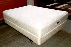 Nice Queen bed with Serta Mattress, Box spring and Metal Bed Frame