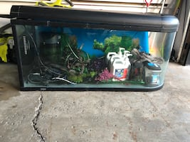 Fish tank with all accessories and equipment +chauffe eau
