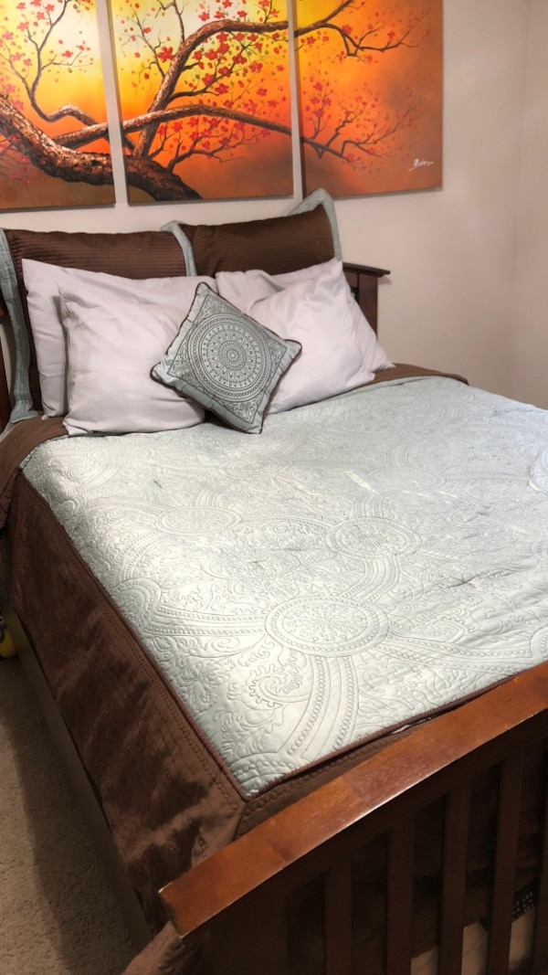 white and gray floral bed comforter