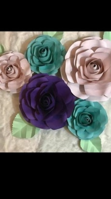 Paper Flowers are made for all activities! Birthdays, Baby Showers, Home Decor, Weddings Etc!  If you have any questions, send me an inbox for prices, sizes, and colors. Se habla español. We do delivery too.