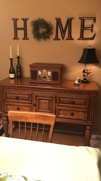 Table dining with leaf , seats six and buffet. Very nice used condition  Rossville, 30741
