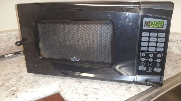 700 Watts Rival Microwave