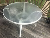 Outdoor table great condition OBO Halethorpe, 21227