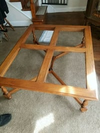 Nice big living room table Baltimore, 21206
