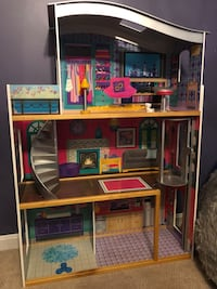 Large chic Dollhouse with elevator - sturdy wood.  Ellicott City, 21042