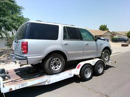 Parting Ford Expedition SUV