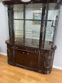 Amazing glass display, excellent condition  Toronto, M1P