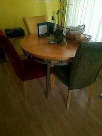 table with 4 chairs Capitol Heights, 20743