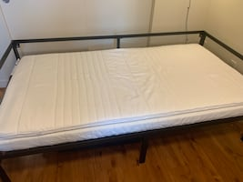 Daybed frame and mattress