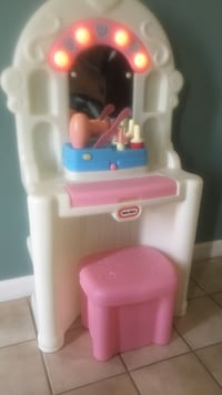 white and pink Little Tikes vanity table set Haverhill, 01835