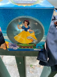 Vintage box of Kleenex is Snow White and the seven doors