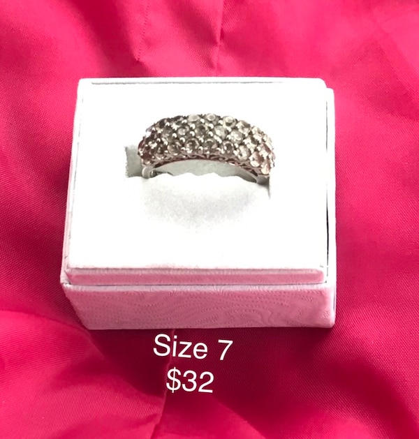 Sterling silver ring  67e42fe5-594d-4846-ae8d-396c9625730f