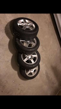 gray 5-spoke vehicle wheel and tire set 531 km