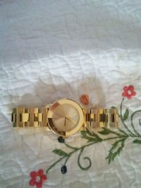 round gold-colored analog watch with link bracelet Elwood, 46036
