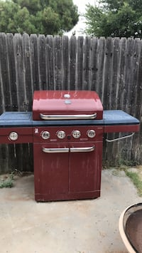 Propane grill- missing nobs, does not include propane tank.  Odessa, 79762