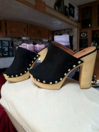 pair of black-and-white leather heeled shoes Chilliwack, V2R 4K5