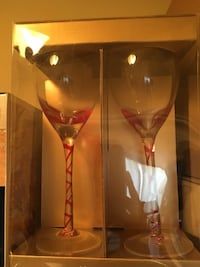 4 red wine glasses London, N6L 0A3