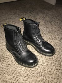 Black leather Doc Martens Whittier, 90601