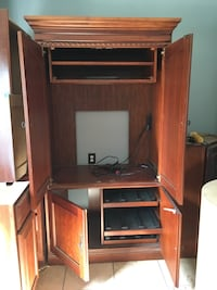 Cherry wood entertainment cabinet with dvd tray and built in cable hook up and power outlet; cash payment only Martinsburg, 25404