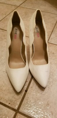 pair of white leather pointed-toe flats Hyattsville, 20784