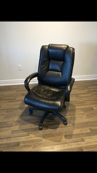 black leather office rolling chair Richmond Hill