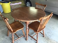 Round maple-wooden table and chair dining set Roanoke, 24012