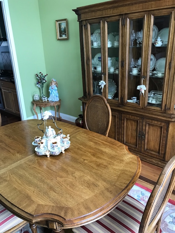Ethan Allen Solid Oak Dining Table Hutch And Chairs