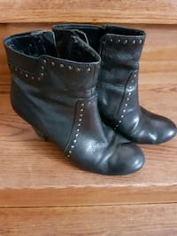 leather boots size 6. Naturalizers Waterloo, N2V 2W8