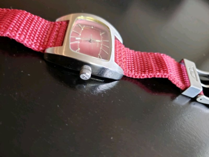 Diesel Watch DZ-2052 solid stainless steel Red Can 15eaf98e-5264-42b2-832a-84d69514382a