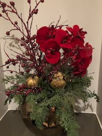 Beautiful Christmas centerpiece with the red flowers and cranberry's  Dallas, 75201
