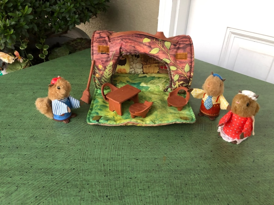 Vintage Fisher Price Woodsey Squirrel Family log wood tree woodsy Mom lady girl