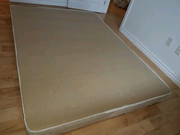 Double size mattress and bed support  b0a69f47-fd67-4221-8824-15124b9fec3d