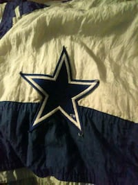 black and white Dallas Cowboys textile 639 mi