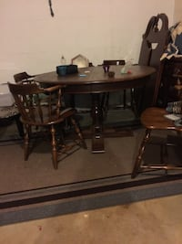 Oak table with 5 matching chairs. $150 obo. Must be able to pick up Lynchburg, 24501