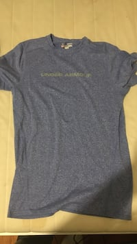 Small under armour shirt Port Moody, V3H 2W7