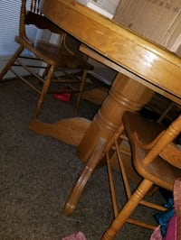 table and chairs  Midwest City, 73110